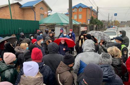 «Просим дать возможность работать»: в Виннице предприниматели Муниципального рынка вышли на акцию протеста