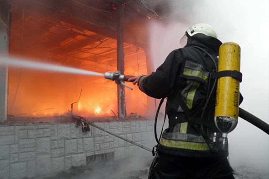 """Два пожара и поваленное дерево: """"жаркие"""" сутки для спасателей винницкой области"""