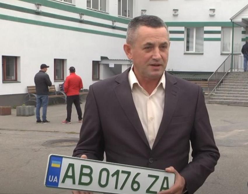 """В Винницкой области выдали первых 50» зеленых """" номеров, среди которых есть грузовики. Фото"""