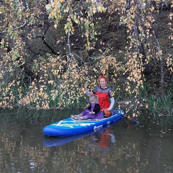 Отдых на воде: семья винничан плавают на сапбордах по Южному Бугу