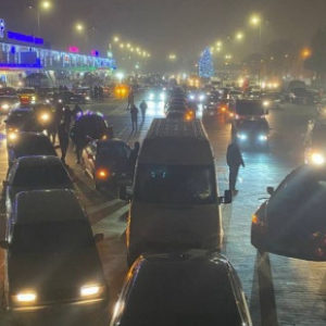 В Виннице более 500 автомобилистов создавали «автоелку» видео