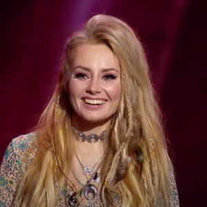 Ирина Бояркина винничанка  с песней «Wicked game» на «Голос країни» развернула кресла трех звездных судей